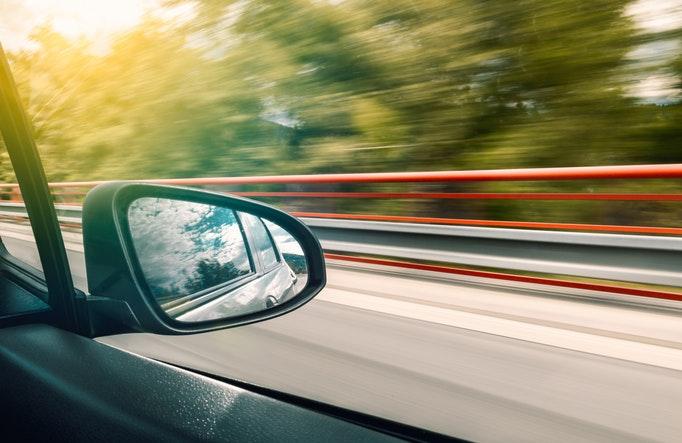 車で出向くイメージ