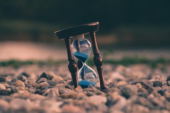 小石の中の砂時計